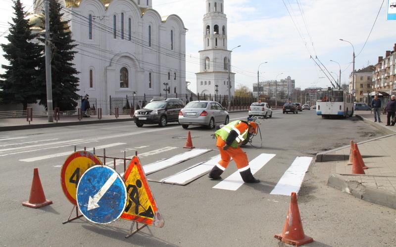 В Брянске обновляют дорожную разметку