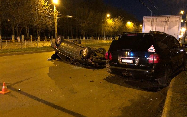 Ночью на проспекте Станке Димитрова в Брянске опрокинулся BMW