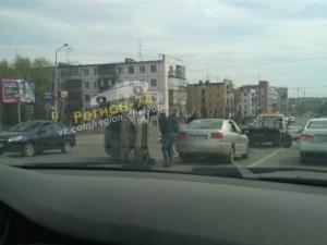 Иномарка опрокинулась в Челябинске