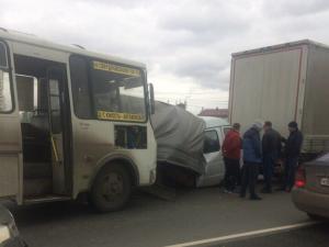 ГАЗель расплющили о фуру на выезде из Челябинска