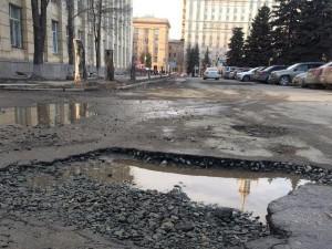 Чиновники уверяют горожан, что дороги Челябинска стали заметно лучше
