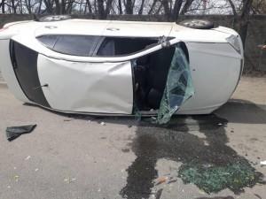 «Тойота» столкнулась с ВАЗом и опрокинулась