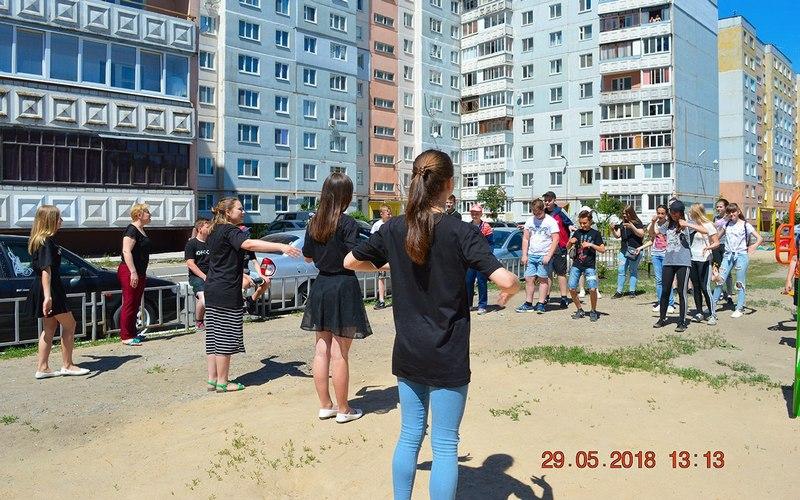Брянские школьники устроили спортивный флешмоб