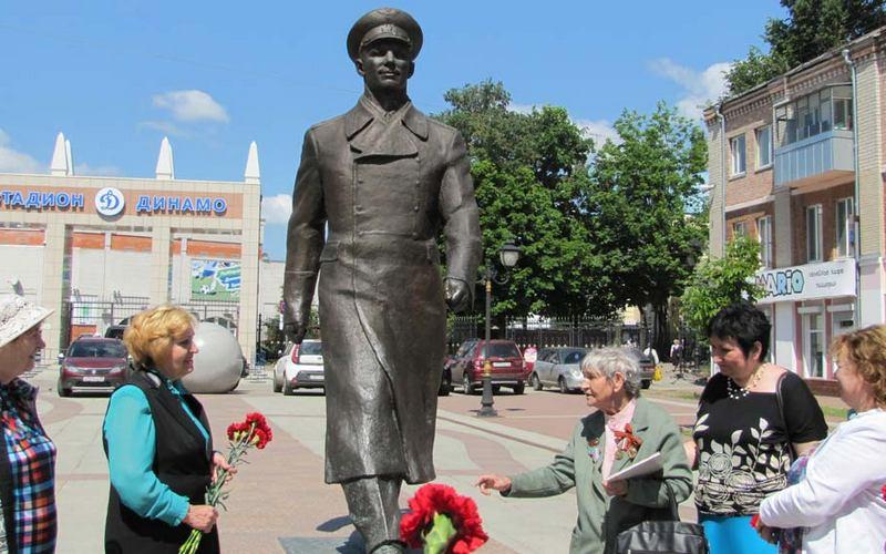 Набульваре Гагарина вспоминали визит первого космонавта вБрянск