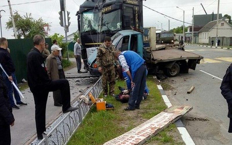 В жутком ДТП в Карачеве погиб мужчина