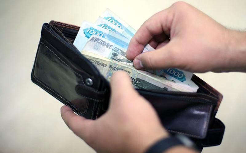 Случайный знакомый украл у жительницы Бежицы более восьми тысяч рублей