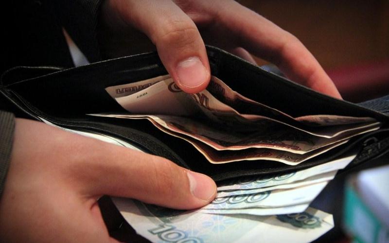 В Почепском районе 24-летний уголовник оставил пенсионерку без кошелька