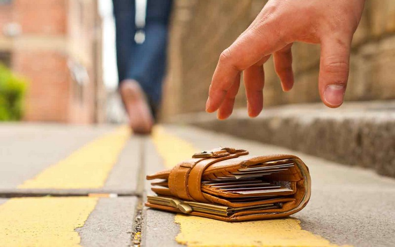 ВДятьково один пенсионер присвоил кошелек другого