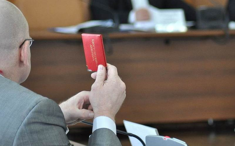 Прокуратура потребовала отпочепского депутата сдать мандат