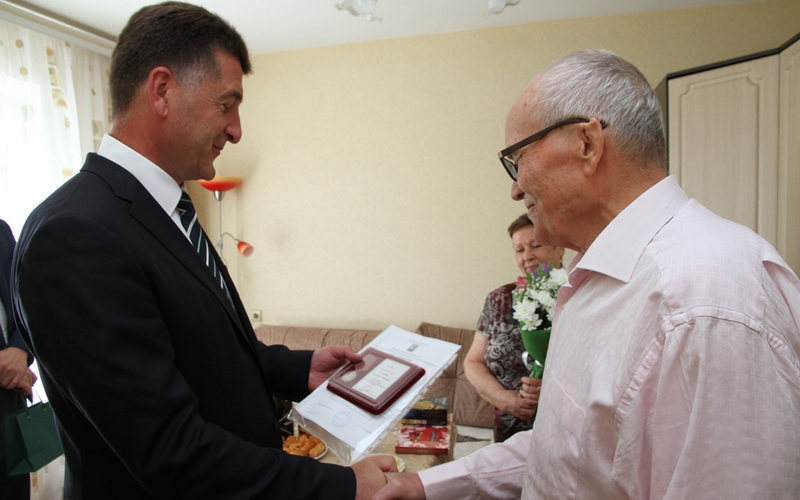 Почетный гражданин Брянска Анатолий Осадчий отметил 80-летие