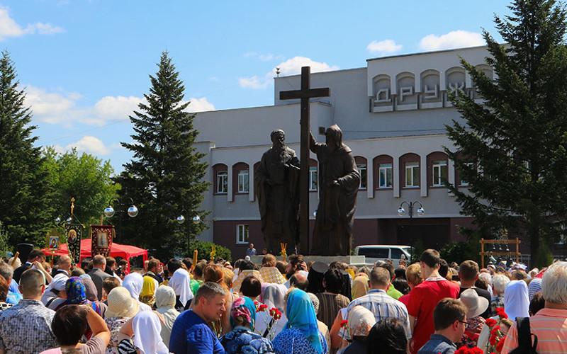 В Брянске открыли памятник равноапостольным Кириллу и Мефодию