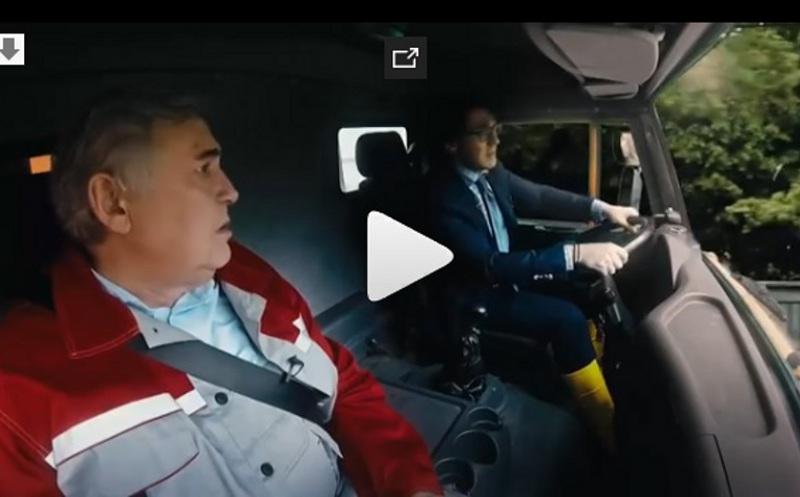 Стоянов иМалахов спародировали проезд на«КамАЗе» поКрымскому мосту