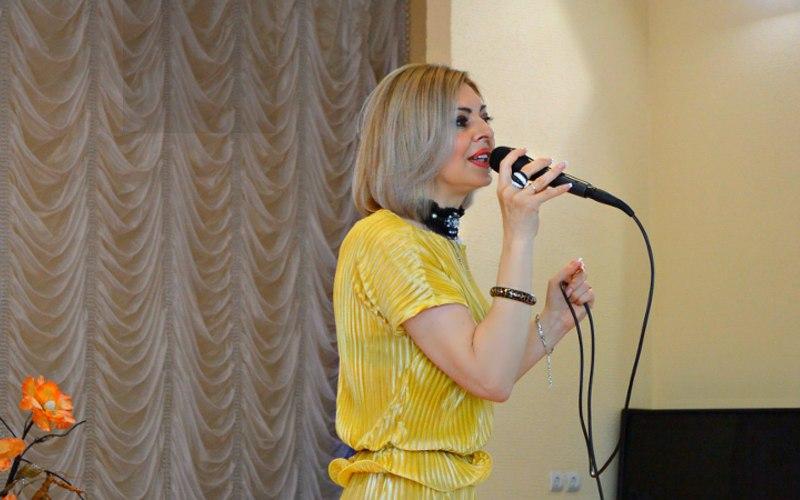Брянская певица Сергия дала благотворительный концерт