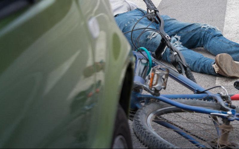 Женщина-водитель наLada Vesta сбила пенсионера-велосипедиста