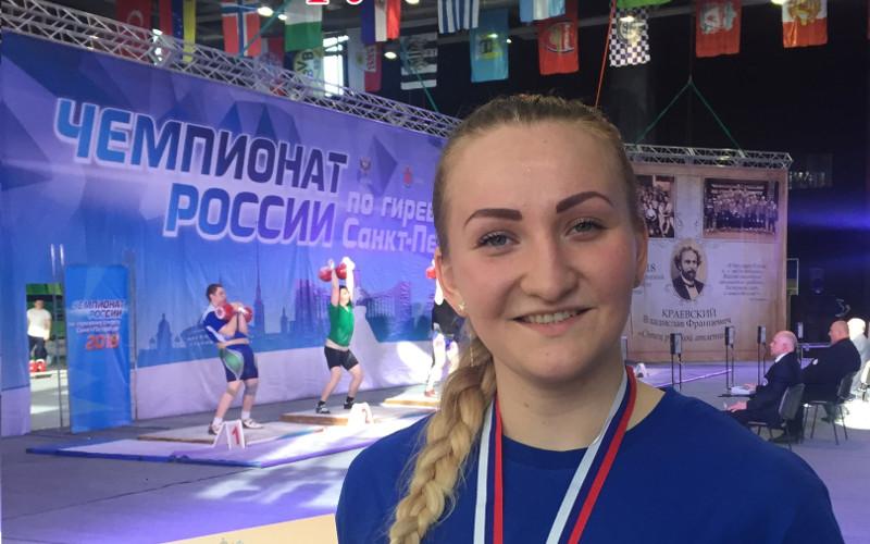 Брянская спортсменка толкнула тонну и стала бронзовым призером чемпионата страны