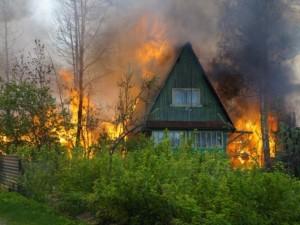 В СНТ Магнитогорска вспыхивают садовые домики