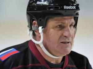 Борис Дубровский поздравил легенду «Трактора» Сергея Макарова