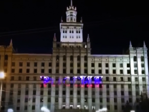 На здании ЮУрГУ устроили лазерное шоу в честь Дня России