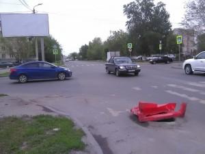 Ямы, открытые колодцы на дорогах Челябинска