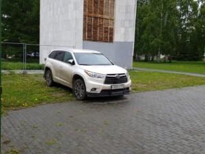 В парке Пушкина парковка?