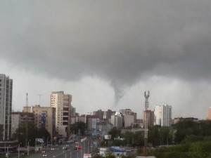 По Челябинску ударила гроза