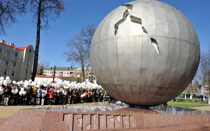 Брянцы обсуждают школьника, беснующегося у памятника жертвам Чернобыля