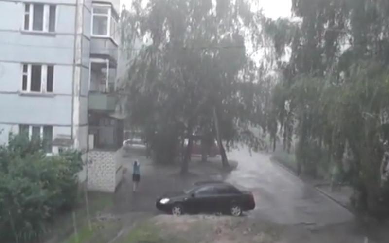 Сильный ливень и крупный град застали Новозыбков врасплох