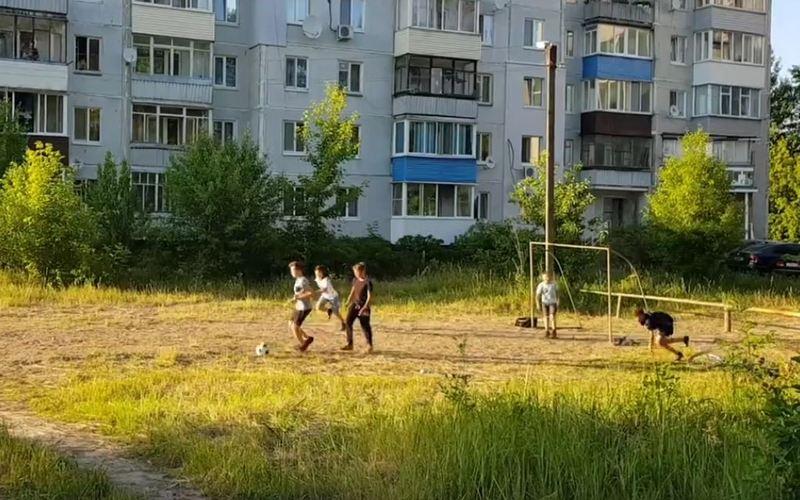 Белобережцы сделали на пустыре футбольную площадку
