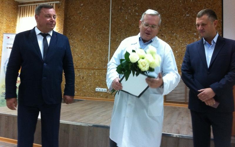 Главного врача брянского онкодиспансера поздравили с 60-летием
