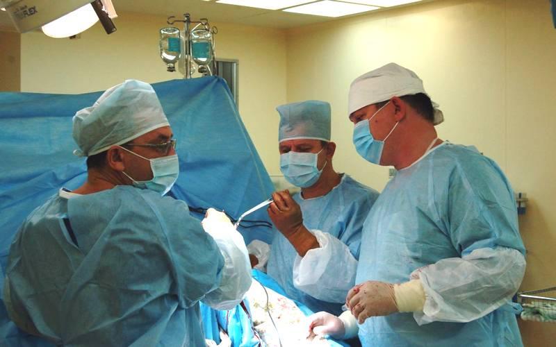 Брянские хирурги впервые заменили коленный сустав