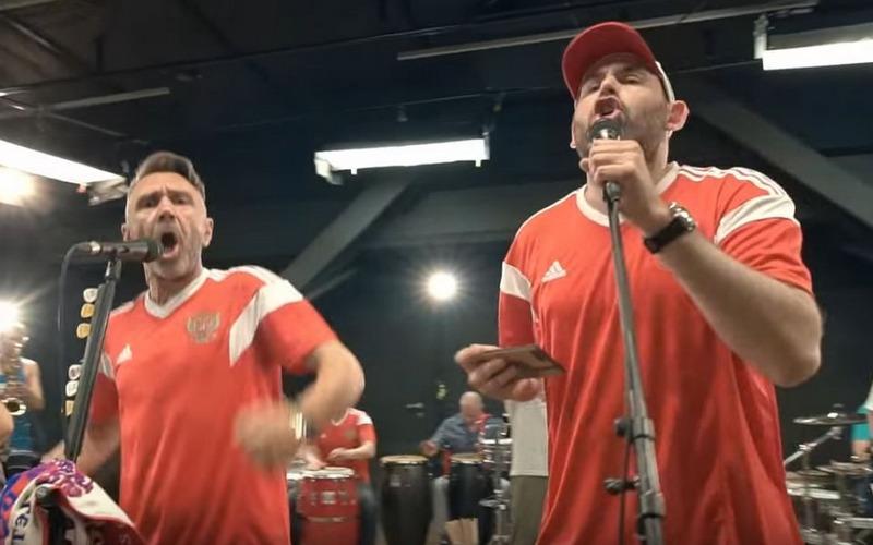 Шнуров и Слепаков выпустили клип в поддержку сборной России по футболу