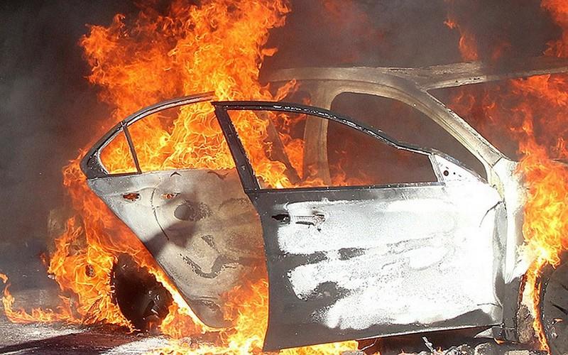 В Белых Берегах сгорела легковушка