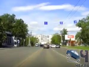 Авария на улице Новороссийской: виновата красная машина или белая? (видео)