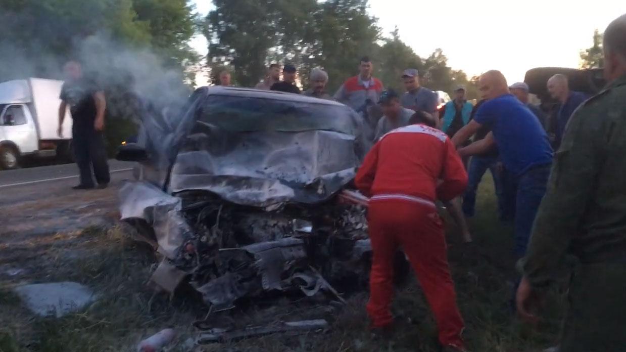 Всети появилось видео жуткой аварии под Брянском