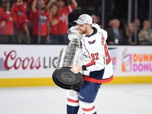 Бомбардир Евгений Кузнецов: снова челябинский хоккеист прославился в НХЛ