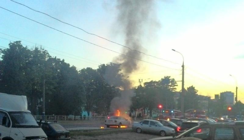 Вчера вечером в Фокинском районе Брянска сгорел автомобиль