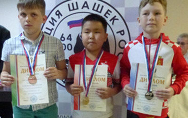 Два юных брянца привезли медали спервенства России постоклеточным шашкам