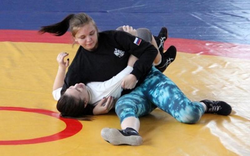 Брянская спортсменка вернулась из Турции с серебром первенства Европы по борьбе