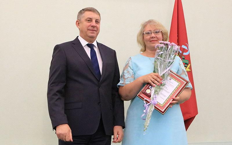 Восемь брянских соцработников получили грамоты Министерства труда