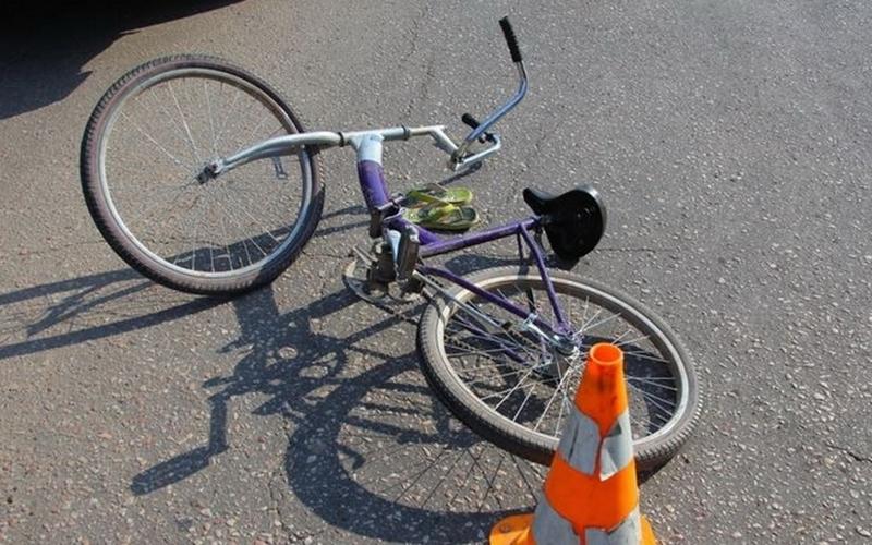 Ребенок на велосипеде угодил под машину в Погаре