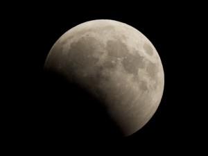 Самое длинное лунное затмение увидим в пятницу