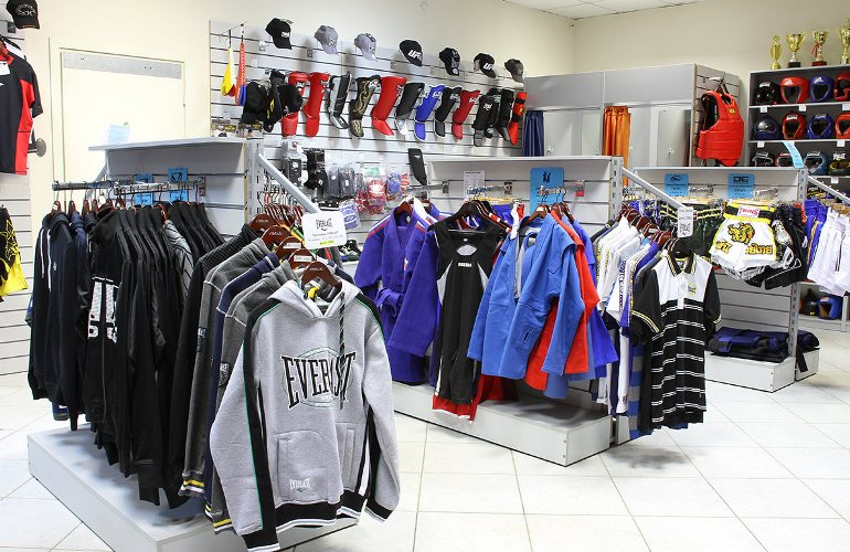 В Дятьково продавали поддельную одежду известных брендов
