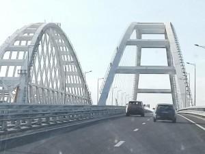 Проехали Крымский мост и сразу - в «пробку»
