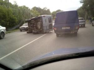 Микроавтобус УАЗ перевернулся в Челябинске