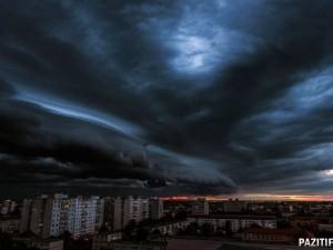 Надвигается плохая погода: штормовой ветер, грозы и град