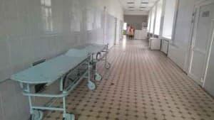 5 рёбер сломали 92-летнему пациенту санитары. Уронив его на пол