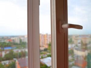 Опасные «игры» у открытого окна