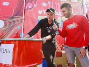 Бочку киселя сварили в Челябинске для телевизионного Киселя