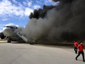 Публикуем первые видео с места крушения самолета в Мексике