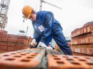 Зарплата строителей вновь составила 40 тысяч рублей
